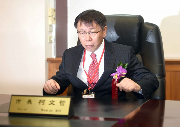 台北市長柯文哲昨接受媒體專訪,透露過去有市議員施壓信義警分局長,要求不能對愛國同心會的人出手。(資料照,記者方賓照攝)