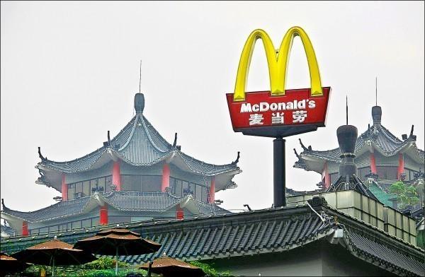 麥當勞的2家中國門市所賣的油條,被驗出含有塑化劑(DEHP)。(資料照,路透)