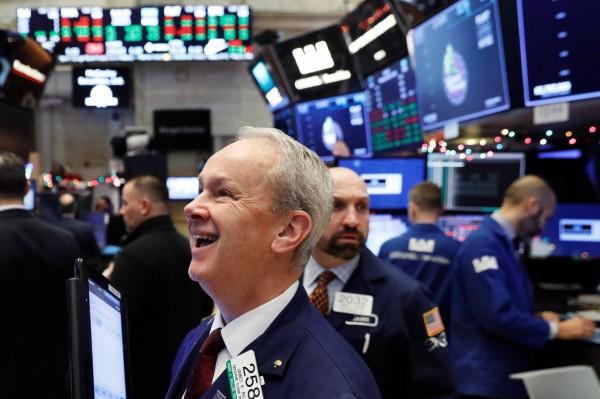 美股全面上漲,華爾街多頭歡欣鼓舞。(路透)