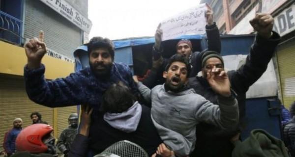 流竄於喀什米爾的分離主義份子與當地警方之間的衝突頻率日益增加。(歐新社)
