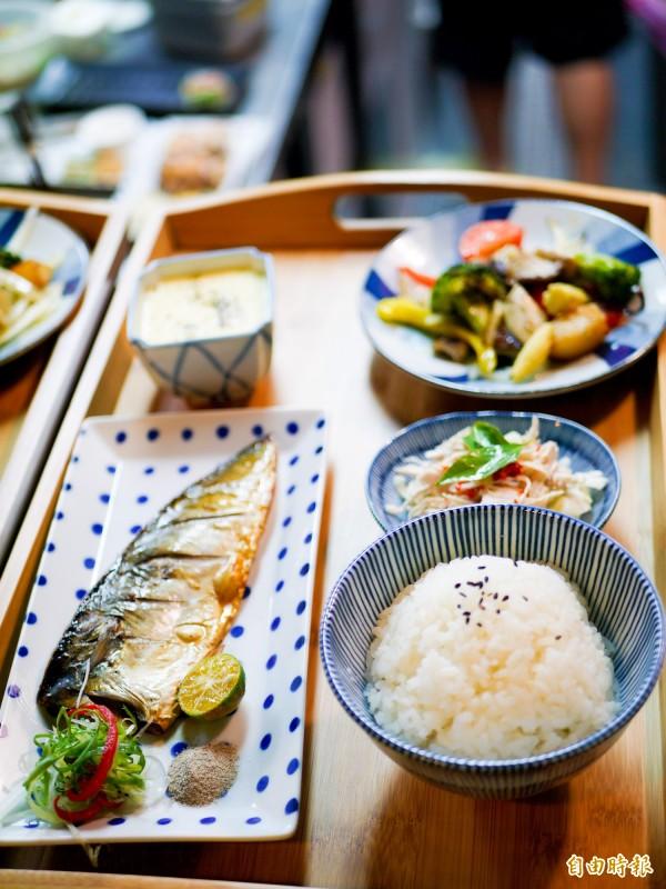 烤鯖魚在顧客口中讚不絕口。(記者簡惠茹攝)
