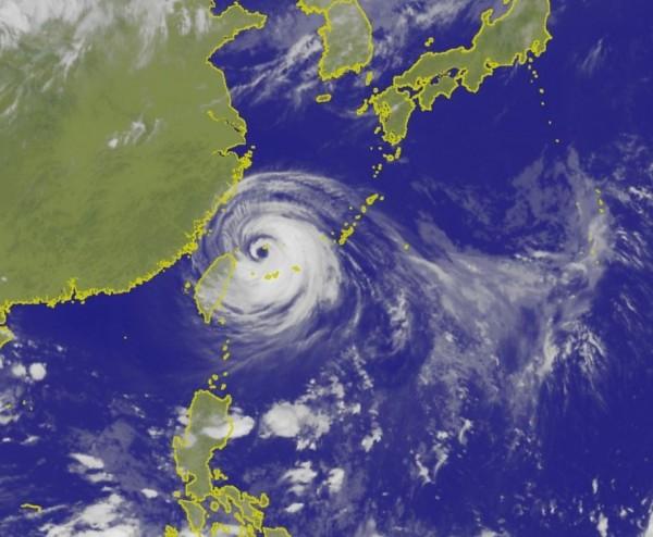 中度颱風瑪莉亞今晚(10日)暴風圈已進入北台灣,各地風雨正逐漸增強。(翻攝自中央氣象局)