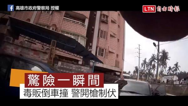 高市政府警察局最近張貼近距離與毒販對峙的影片,過程令人心驚膽跳。(高雄市政府警察局授權提供)