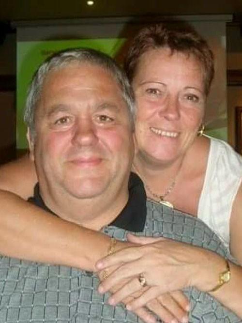 深情丈夫奧布賴恩(左)一直以來全心全意的照顧罹患罕見肉瘤癌的妻子菲莉帕(右),卻不知自己已經是癌症末期,在妻子痊癒沒多久,便過世了。(圖取自鏡報)