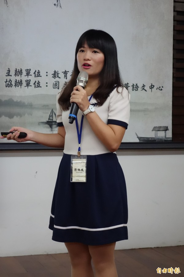 中原大學應用華語文系畢業的陳佩凰曾到菲律賓教華語2年、也到泰國教書1年,對東南亞學生學華語有深刻體驗。(記者吳柏軒攝)
