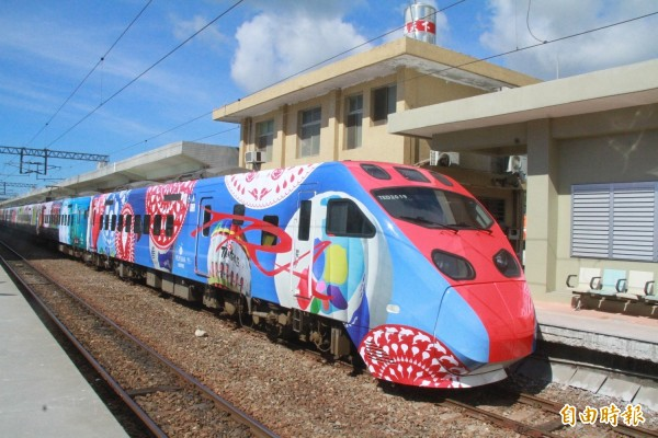 台鐵規劃於3月起到6月29日止,每日加開2班普悠瑪號團體列車,行車時間僅131分鐘,希望藉此振興花蓮觀光。(資料照)