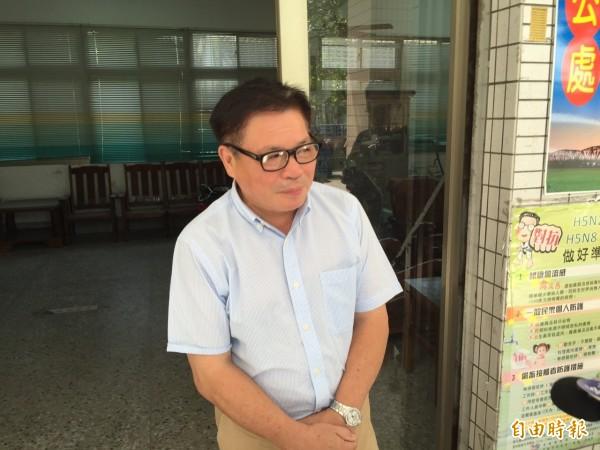 前二崙鄉代會主席楊國寬稍早為率眾打傷台電人員公開道歉。(記者黃淑莉攝)