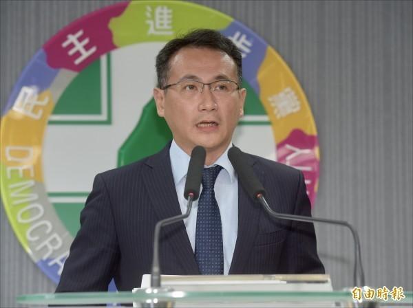 民進黨選對會昨決定自行提名台北市長人選,不再與柯文哲合作,民進黨發言人鄭運鵬轉述會議結論。(記者黃耀徵攝)