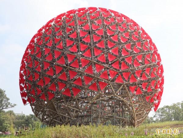 花博后里園區的「聆聽花開的聲音」大型裝置藝術,也是花博的地標。 (資料照)