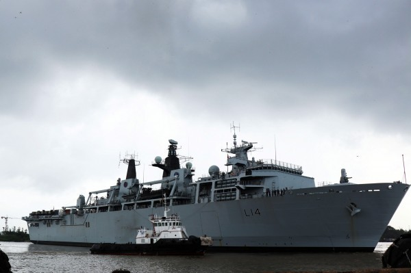 上月31日英国皇家两栖船坞登陆舰「海神之子」(HMS Albion)前往越南胡志明市途中经过西沙群岛,引来中国抨击英国挑衅。(欧新社)