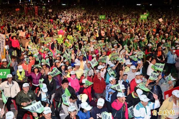 林佳龍的「進步台中、幸福作陣─我們都是台中隊光榮晚會」,現場擠進3萬名支持者。(記者廖耀東攝)