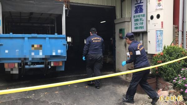 彰化市傳出人倫悲劇,丈夫開小貨車衝撞妻兒,妻子當場死亡。(記者湯世名攝)