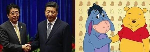 中國網友將習近平與日本首相安倍晉三握手的畫面,比作驢子屹耳與小熊維尼握手。(圖擷自推特)