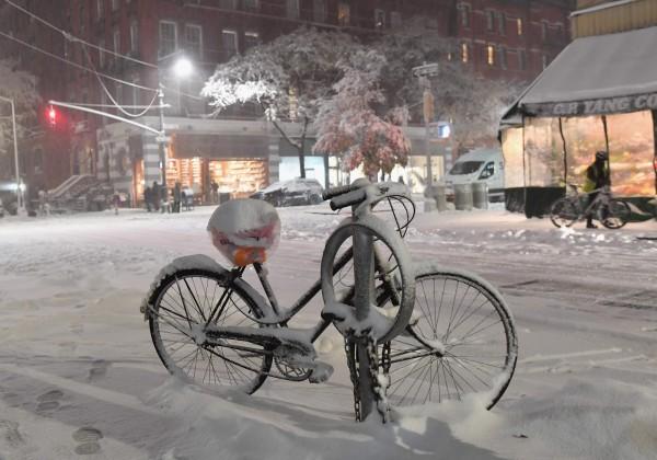 有預測指出,紐約15日的降雪積雪可能深達17公分。(法新社)