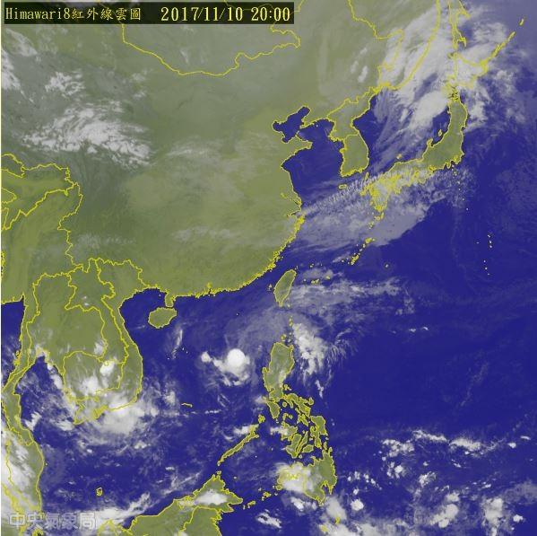 第24號輕度颱風海葵目前位於南海,距離鵝鑾鼻南南西方約720公里,預估未來向西北西移動至海南島附近,不會直接影響台灣。(圖擷取自中央氣象局)