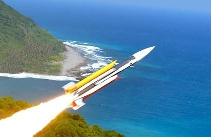 海軍金江艦昨日在高雄操演時不慎誤射雄三飛彈,並貫穿在澎湖海域的漁船造成1死3傷。(圖擷自中科院官網)
