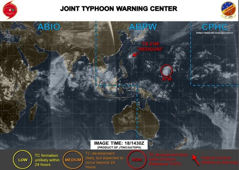 美軍對西太平洋上發展中的熱帶系統發布紅色警示,它可能在24小時內成為熱帶氣旋。(圖擷取自JTWC)