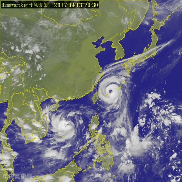 目前泰利颱風暴風圈在台灣北部與東北部海面上,以每小時12公里的速度持續往西北移動。(圖擷自中央氣象局)