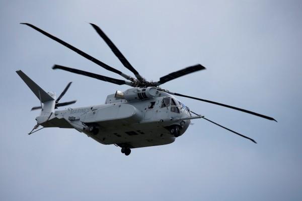 被譽為史上最強直升機的CH-53K「種馬王」,在當地時間16日交付給美海軍陸戰隊。圖為今年4月的柏林航展,「種馬王」展示其性能。(路透)