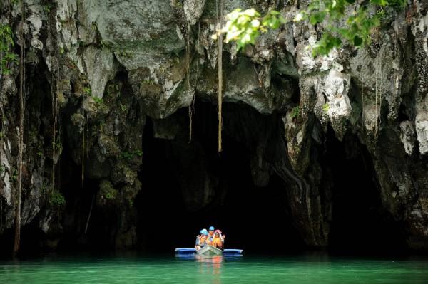 排名第3的巴拉望則是有聖保羅山洞地底河的加持,該處為於1999年被聯合國教科文組織列為世界遺產。(法新社)