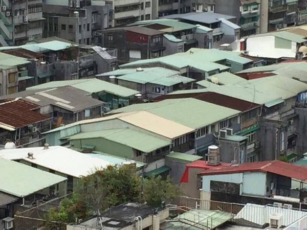 台灣的鐵皮屋。(圖取自DCard)
