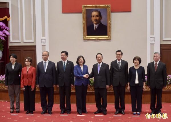 蔡英文12日下午召開記者會,宣布由親民黨主席宋楚瑜出任APEC大使。(記者黃耀徵攝)