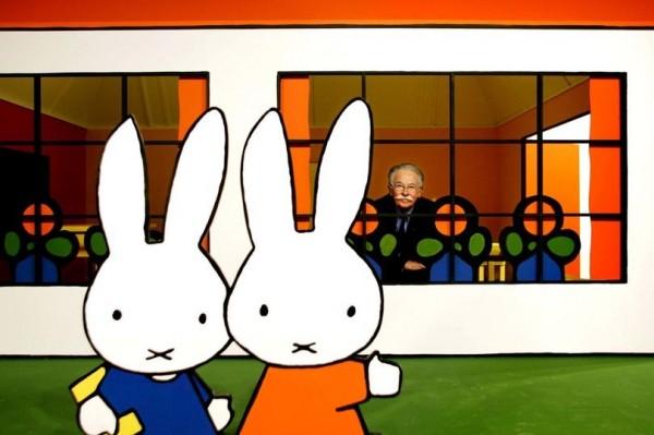 米菲兔之父布魯納(Dick Bruna)傳出在睡夢中辭世,享壽89歲。(圖擷自Mirror)