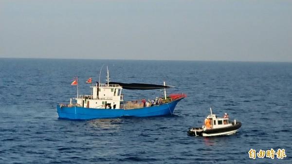 馬祖漁獲近年大幅減少,多數民眾認為違法籠漁具近岸施放和漁船濫捕才是主因。(資料照)