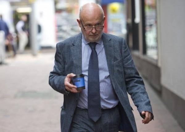 牛津大學教授諾里斯(Peter Norreys)否認犯案。(圖擷取自《鏡報》)