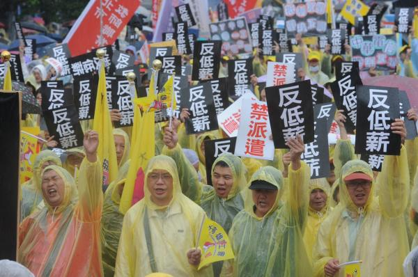 五一勞動節遊行今下午出發,上萬勞工及相關團體參與響應(記者劉信德攝)