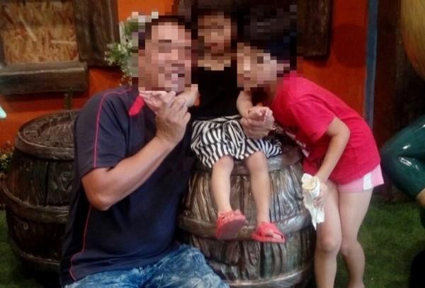 賴姓男子攜2幼女在車內燒炭自殺身亡。(取自臉書)