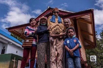 印尼蘇拉威西(Sulawesi)島上傳統趕屍儀式,是當地一年一度的盛事。(圖擷取自claudiosieberphotography.com)