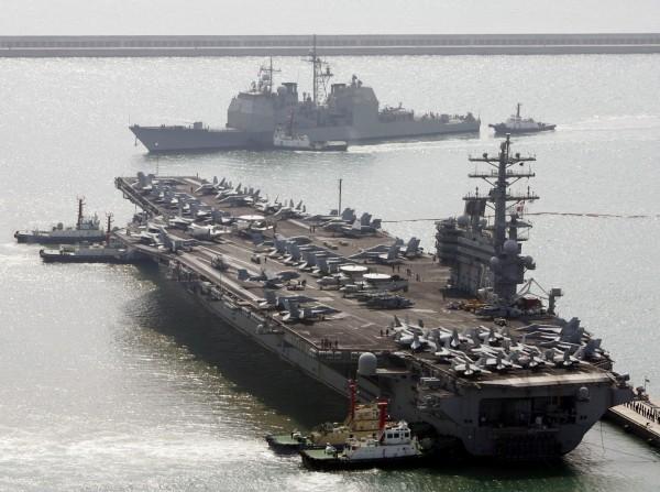 美軍航母「雷根號」(USS Ronald Reagan,CVN-76)與另3艘美軍艦將於今日(21日)上午9點停靠香港。(美聯社)