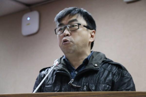 民進黨立法委員段宜康打臉法務部報告內容,質疑邏輯狗屁不通。(圖擷自《沃草》臉書專頁)