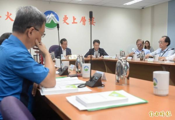 環保署長李應元主持觀塘案環評審查會議。(記者林正堃攝)