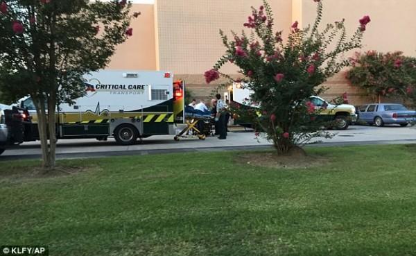 該起槍擊案中已知造成3死8傷,槍手已被送往當地醫院。(美聯社)
