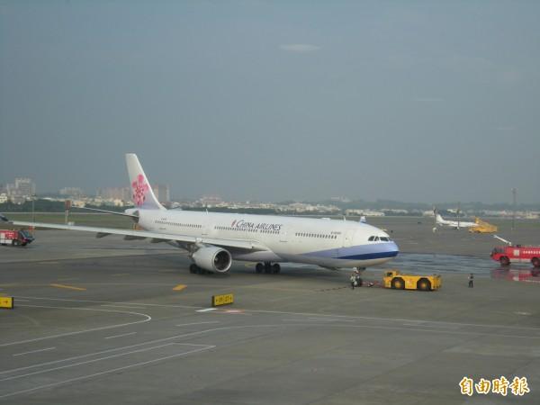 受泰利颱風影響,民航局統計,國內外航線取消190班次。(資料照,記者黃旭磊攝)