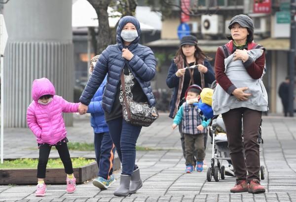 流感病毒好發於秋冬時節,民眾可把握流感疫苗施打期,前往醫院、診所或衛生所評估、施打。(本報資料照,記者劉信德攝)