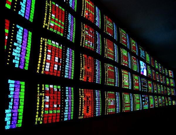 台股自9月26日波段低點10257.02點至昨日,歷經10個交易日已漲了454.42點,短線上建議投資人留意漲多後盤勢震盪加劇的可能性。(情境照)