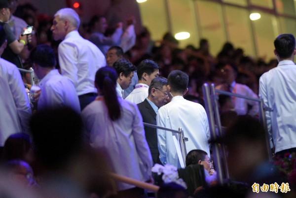世大運開幕反年改場外鬧場,一度導致各國選手無法進場,讓台北市長柯文哲臉色鐵青。(記者張嘉明攝)