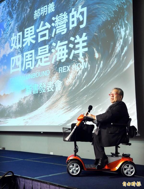 前國策顧問郝明義9日舉行《如果台灣的四周是海洋》新書發表會,說明自己理念。(記者方賓照攝)