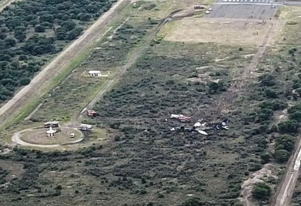 墨西哥1客機起飛5分鐘後墜毀,機上101人全部生還。(法新社)