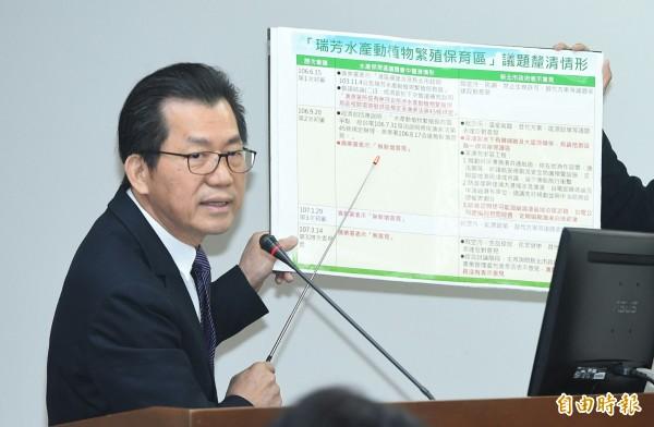 环保署长李应元报告深澳电厂案。(记者廖振辉摄)