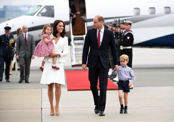英國威廉王子一家4口17日抵達波蘭。(歐新社)
