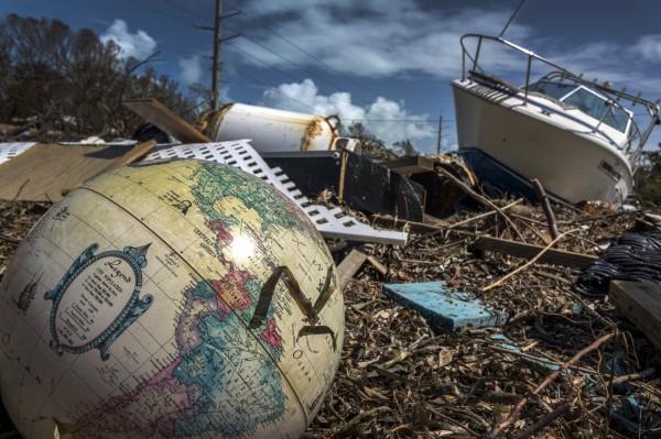 艾瑪颶風侵襲美國佛州,傳出有安養院因風災斷電導致8人死亡。(法新社)
