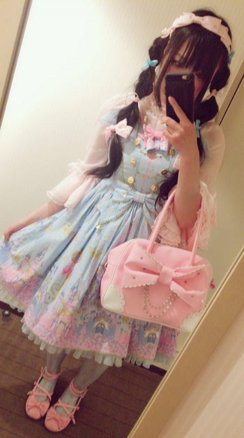 日本成軍1年多的女子電競團隊「Whip」,近日透過推特發表道歉聲明,因為他們發現其中1名團員竟是男扮女裝的「偽娘」。圖為許多網友懷疑的「偽娘」本人。(圖翻攝自めらこ@whip⋆*推特)