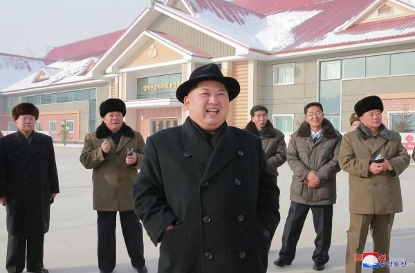 南韓媒體現盛傳金正恩為了「反斬首」,因此安排下鄉,開始「視察」中韓邊境地區。(法新社)