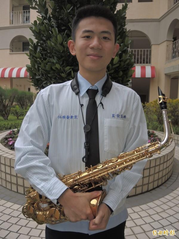 黃秉宏學習態度認真,不斷加強自己詮釋樂曲的技巧。(記者翁聿煌攝)