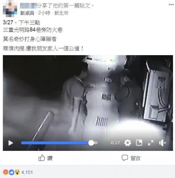 民眾將影片上傳至臉書社團「爆料公社」,從中能看見,身形壯碩的男子將身心障礙年長者逼入光明路防火巷內施暴。(圖擷取自爆料公社)