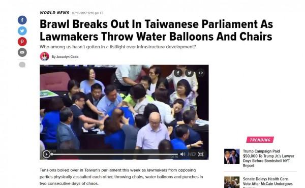 台灣國會打架成為國際笑柄。(圖擷自赫芬頓郵報)